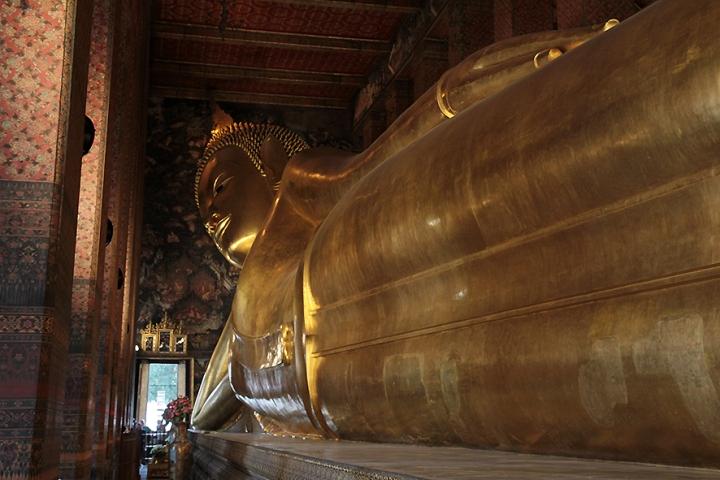 IMG_9825 Wat Pho reclining buddha Bangkok s